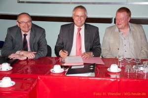 OB Bude unterzeichnet der neuen Vertrag für Grosse