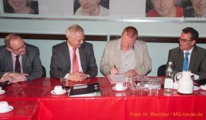 Michael Grosse,, Generalintendant und Geschäftsführer unterschreibt neuen Vertrag