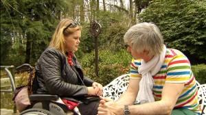 Der Journalist und Mentaltrainer Markus Holubek war Querschnittsgelähmt - doch heute kann er wieder gehen und hilft Menschen, die das gleiche Schicksal ereilte dazu wieder auf eingenen Füßen zu stehen. Ein Jahr lang hat er die Querschnittsgelähmte Birgit begleitet. Zusammen haben sie versucht, das Unmögliche möglich zu machen: Raus aus dem Rollstuhl, zurück ins Leben!