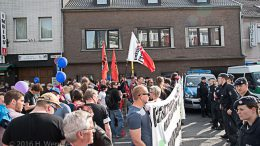 ca. 150 Gegendemonstranten stellten sich den Rechtspopulisten entgegen.