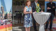 Bezirksvorsteherin Barbara Gersmann stellt den Quartiersmanager vor