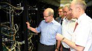 von links: OB Reiners, Mathias Ahlke (Fachbereichsleiter ITK Rheinland), André Hermens (IT-Leiter der Stadt Mönchengladbach) und Dr. Bodo Karnbach (Geschäftsführer ITK Rheinland).