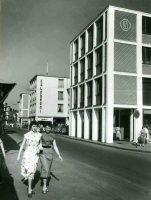 Die Hauptstraße in Rheydt zur Nachkriegszeit in den 50er Jahren.